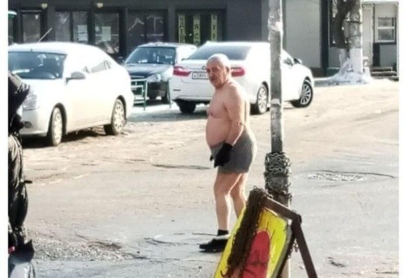 В Самаре мужчина в -30 гулял по улице в трусах и перчатках