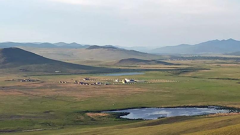 На берегу реки Аны в Хоринском районе Бурятии, на равнине в окружении невысоких...