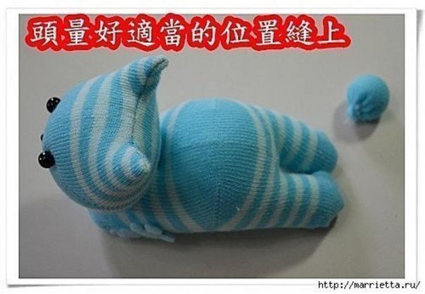 Забавные и очень милые котята из носков