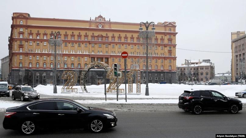В Москве началось голосование по памятнику на Лубянской площади