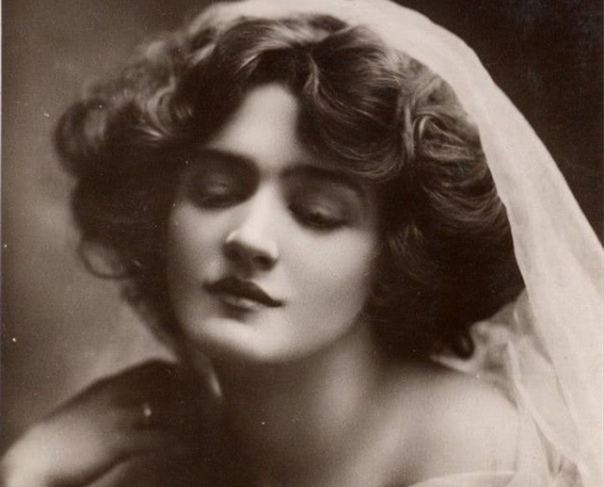 Княжна Китти Мещерская жила в роскоши. Она была аристократка. Все у неё было: дв...