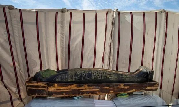 В Саккаре вновь найдены запечатанные саркофаги, теперь их больше 100