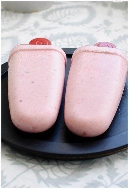 Домашнее бананово-клубничное мороженое  Ингредиенты:  - 1 небольшой спелых банан - 100...