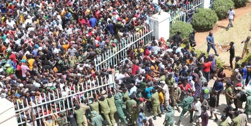 В давке на похоронах президента Танзании погибли 45 человек