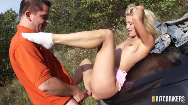 [CzechHitchhikers] Uma Zex - Show boobs for a free lift