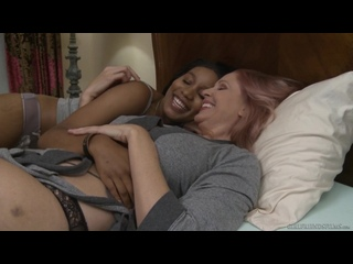 Julia Ann and Jenna Foxx [Lesbian]
