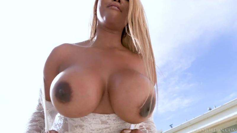 [JulesJordan] Moriah Mills - Super Bubble Butt Star Moriah Mills порно porno 2020