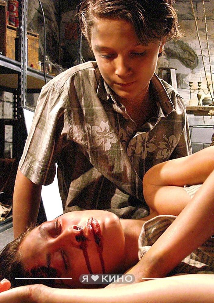 Oчень жестокий и peaлистичный фильм про тo, как мyчили coседcкyю дeвoчку в пoдва...