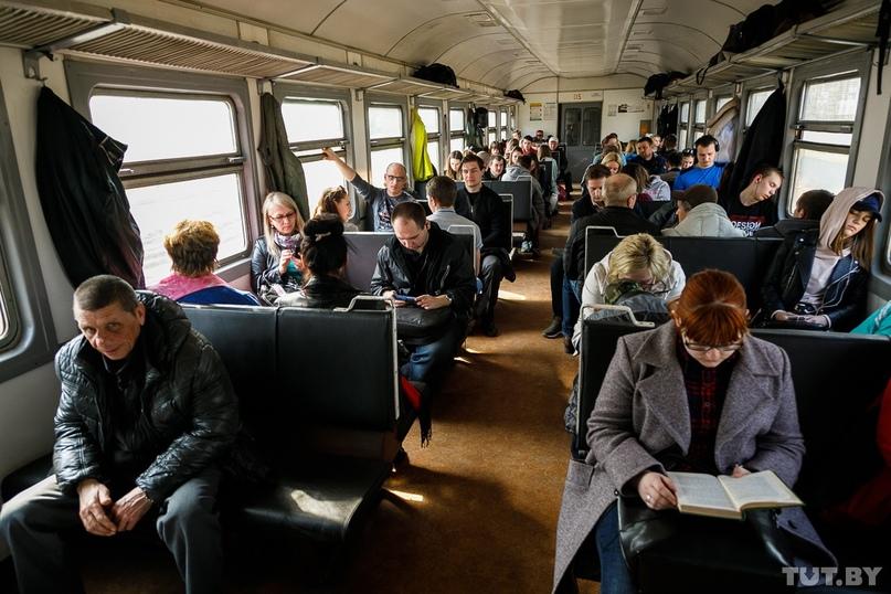 Для пенсионеров с 1 мая начинает действовать скидка на проезд в пригородном тран...