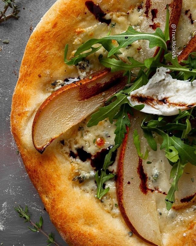 Вкусная и необычная пицца с горгондзолой и грушей