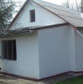 Продам дом в с. Плодовое Бахчисарайского района. В доме 4 комнаты, санузел,. Состояние хорошее. Земе