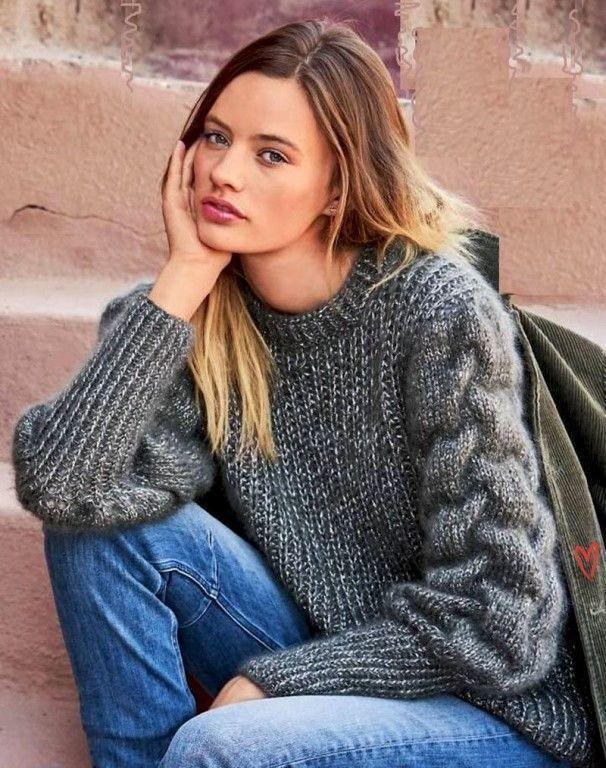 Пуловер с объемным рисунком на рукавах