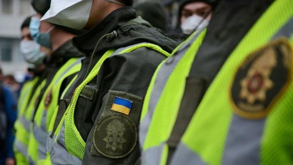 «Ожог глаз получили 27 полицейских и военнослужащих Нацгвардии»  ➡Подробнее:...
