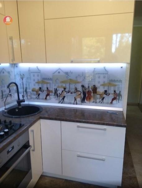 Светлая 5-метровая кухня-малышка