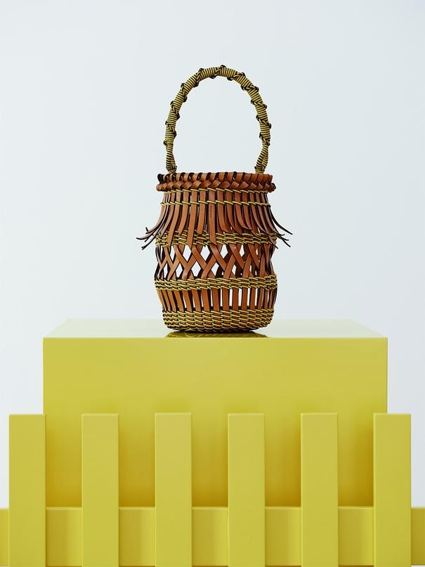 Геометрия, плетение, минимализм: 4 тренда будущей весны в дизайне сумок