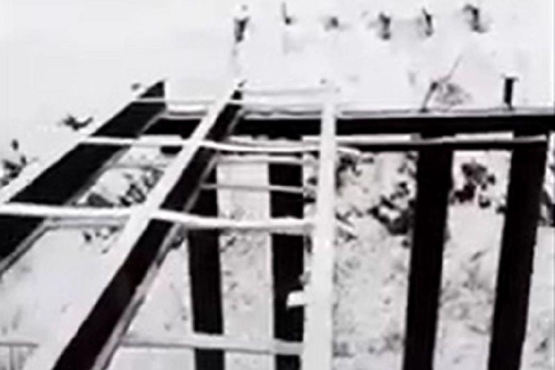 Украли мост. Жители поселка в Оренбуржье остались без важной переправы