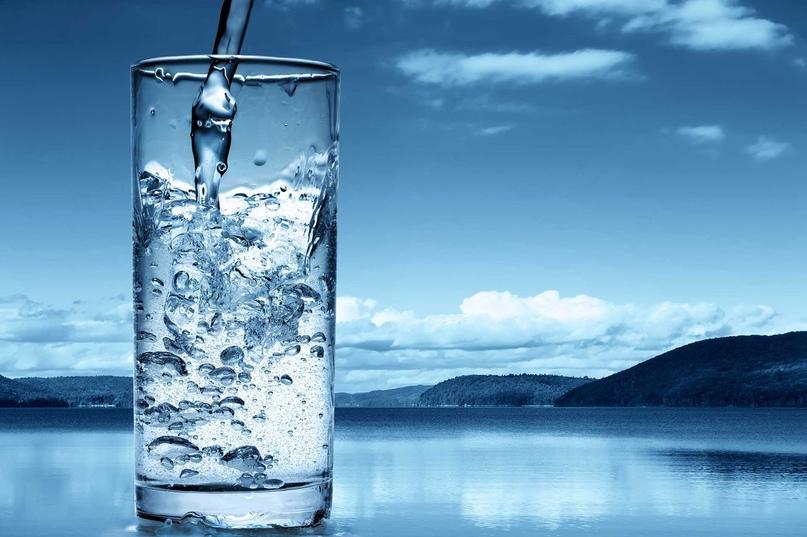 Прежде чем ложиться вечером спать, наполните стакан водой. Закройте глаза, подни...