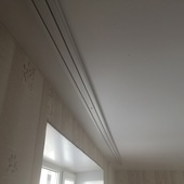 Карниз для штор на натяжной потолок