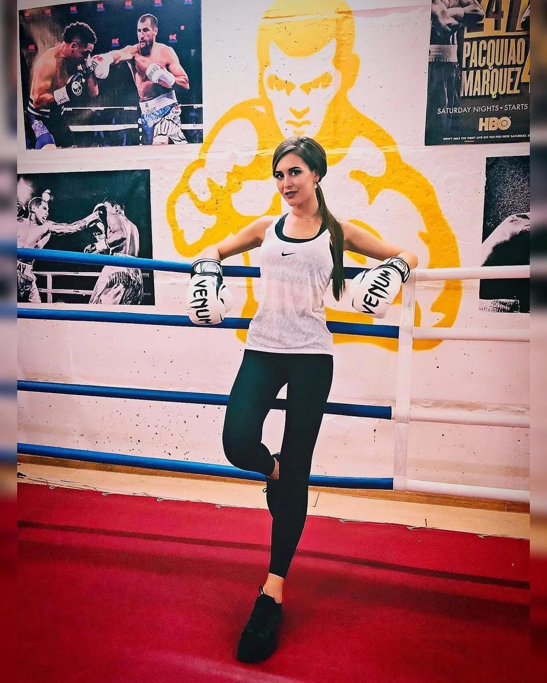 Сестра Ольги Бузовой активно занимается спортом и имеет красивую фигурку