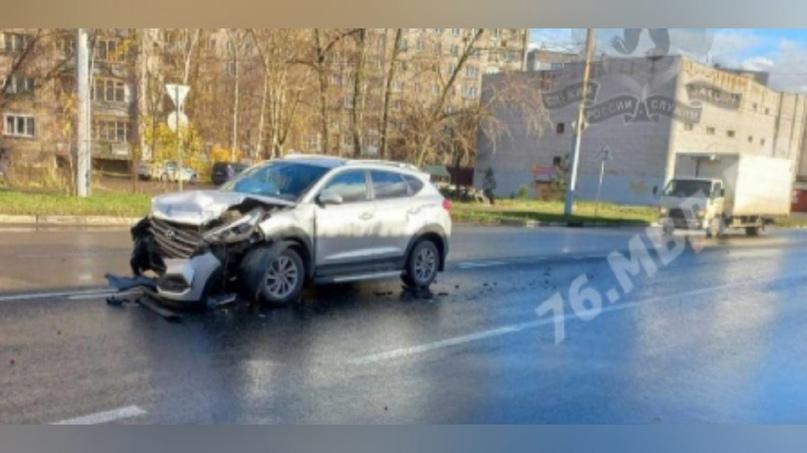 От боли стонали: в ДТП в Ярославле пострадали два мужчины  От машины осталась груда металла: https://progorod76.ru/news/5