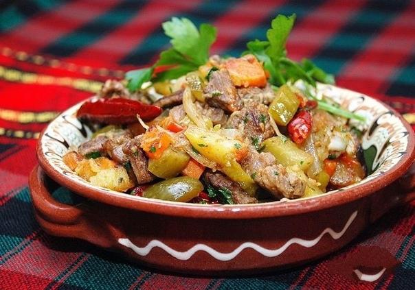Говядина с овощами и солеными огурцами    Ингредиенты:...