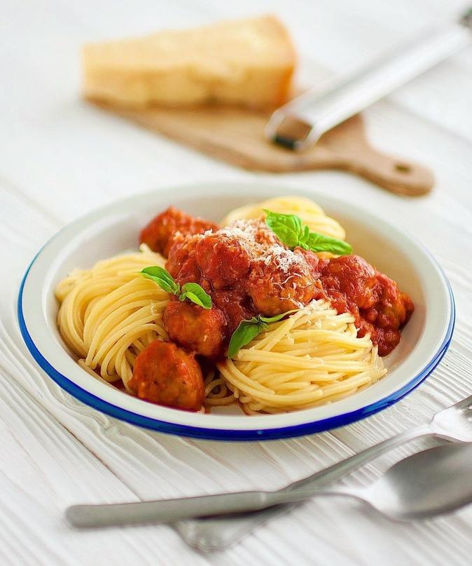 Аппетитные спагетти с мясными фрикадельками