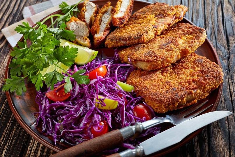 Идеальный вариант мясного блюда, с которым не нужно лишний раз заморачиваться - венский шницель.