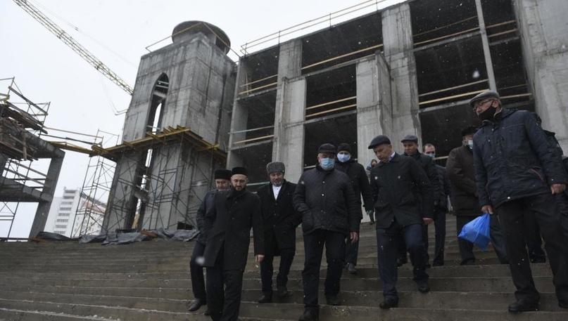 Муфтий Татарстана осмотрел строящуюся в Челнах мечеть «Джамиг»