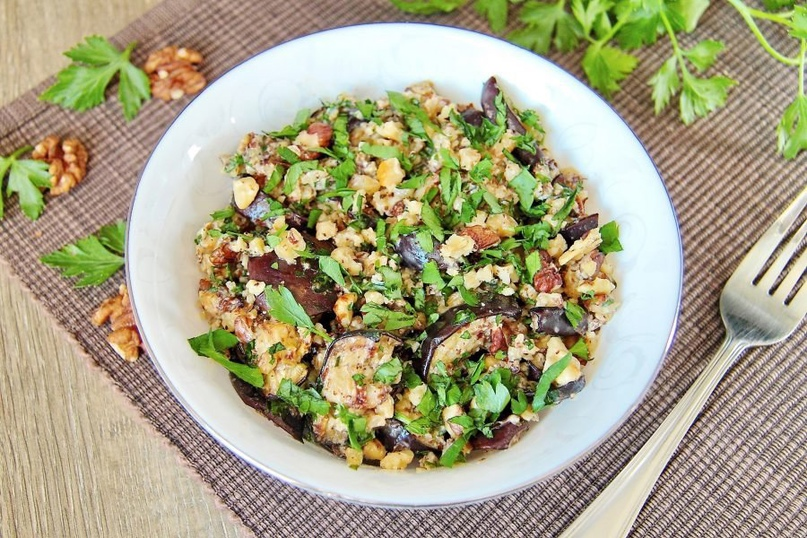 Вкуснейший салат из баклажанов с грецкими орехами