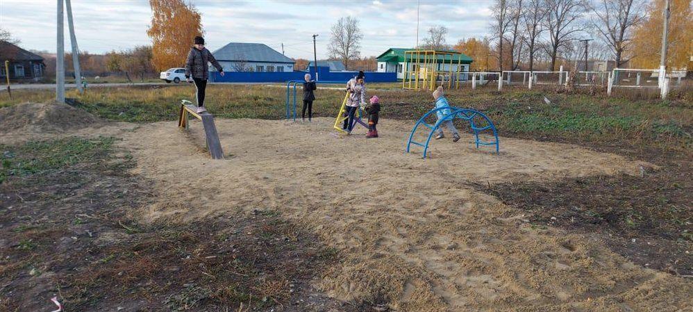 В Крутояре Ульяновской области благоустраивают парк  7 октября члены ТОС «Яблоневый цвет» поселка Крутояр облагородили территорию... [читать продолжение]