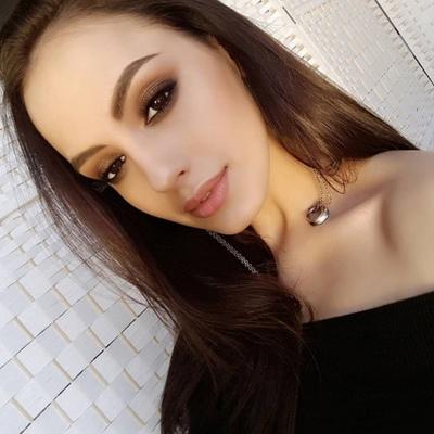 Аня Стоун