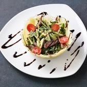 Салат в сырной корзине