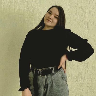 Yulya Manannikova