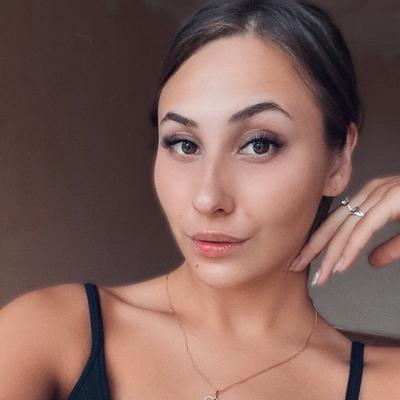 Вика Литвинова
