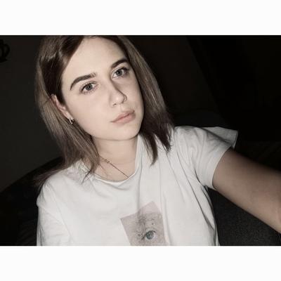 Ксения Астахова