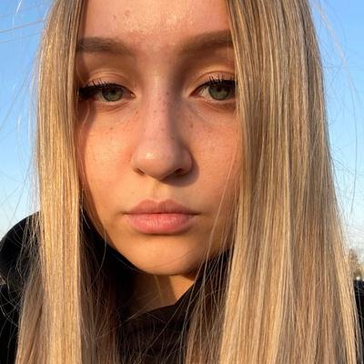 Лиза Артемьева