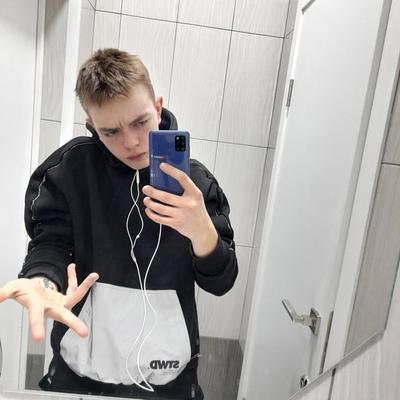 Максим Дёмин, Юность