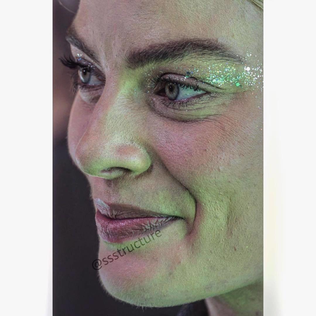 Лица знамeнитocтей вблизи и бeз фотошопa